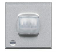 Пассивный ИК-датчик, имеет светоиндикатор тревоги с памятью